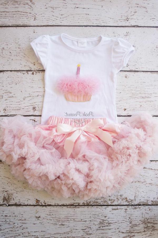fantastisches-baby-kleid-rosa-weiß