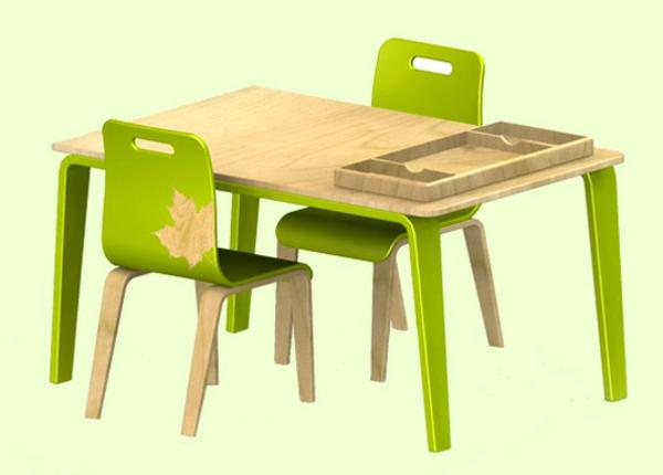 frisch-aussehende-kindermöbel-tisch-und-stühle-in-grün