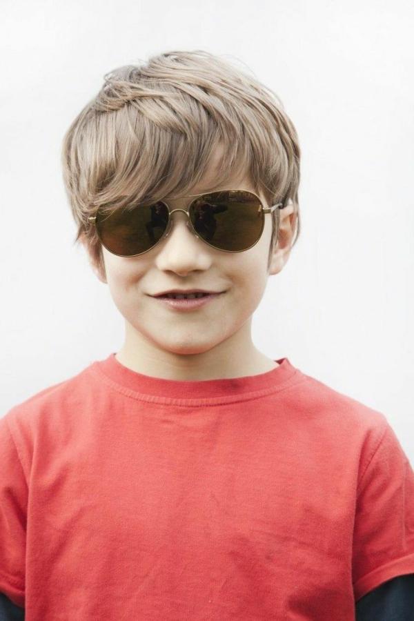 frisuren-für-jungs-lange-haare-schöne-sonnenbrillen