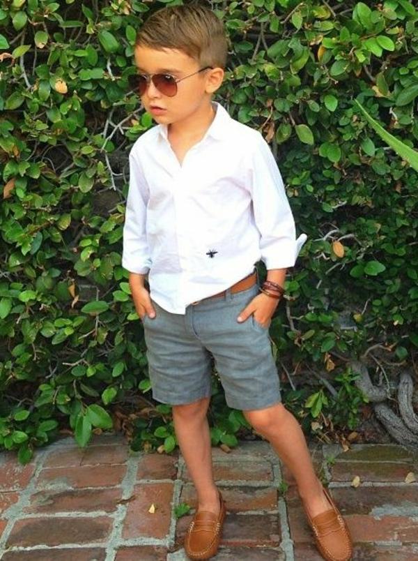 frisuren-für-jungs-weißes-hemd-sonnenbrillen