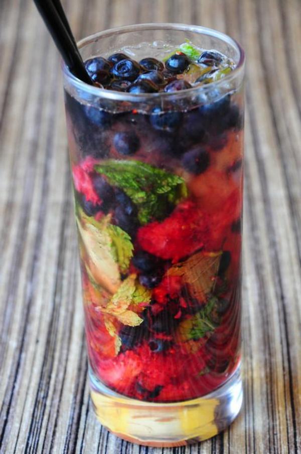 fruchtcocktails-cocktail-dekoration--cocktail-rezept-mojito-cocktail-rezept-bekannte-cocktails