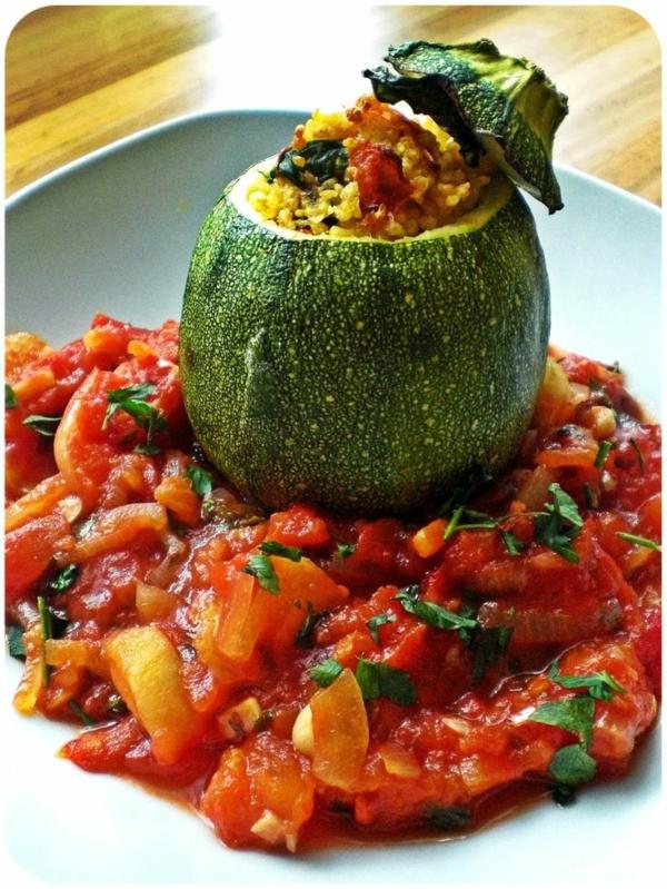 gefüllte-Zucchini-mit-Hirse-und-Spinat-resized