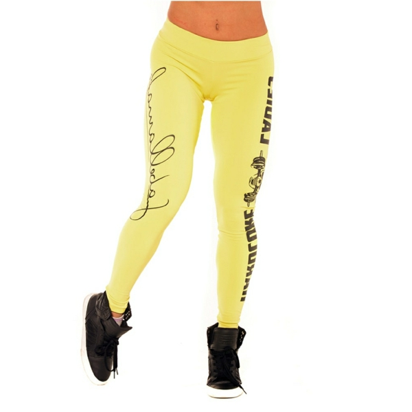gelbe-Leggings-mit-schwarzen-Buchstaben-resized