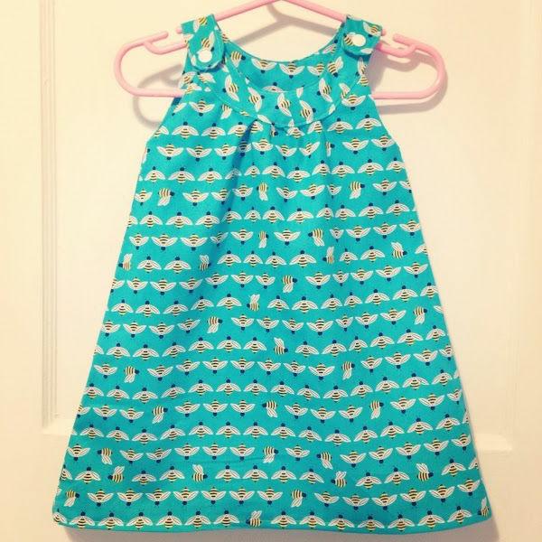 grünes-babykleid-babymode-kindermode-süße-babykleidung-günstige-babysachen-babymode-günstig-babykleider