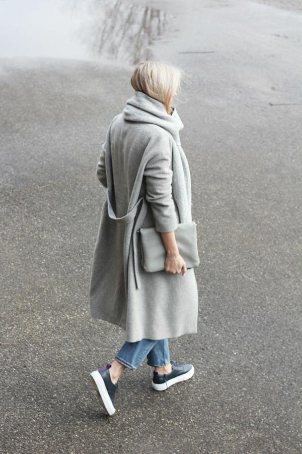 grauer-Schal-und-grauer-Mantel