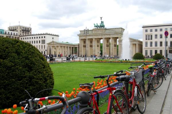 großer-park-im-zentrum-berlin-in-frühling