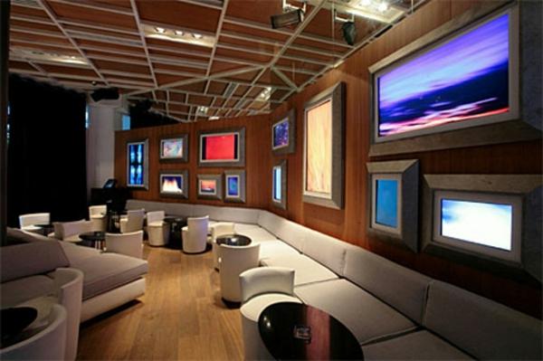 großes-weißes-sofa-im-bar