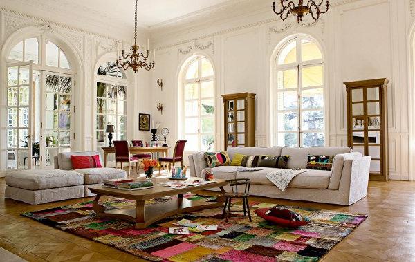 großes-wohnzimmer-mit-aristokratischen-fenstern