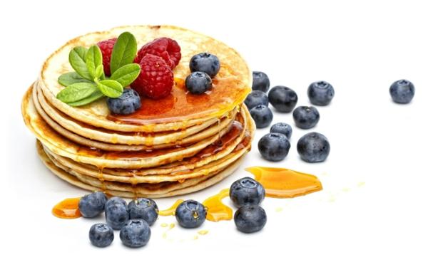 himbeere-blaubeere-frühstücksbuffet-ideen-pfannkuchen-ideen-zum-frühstück