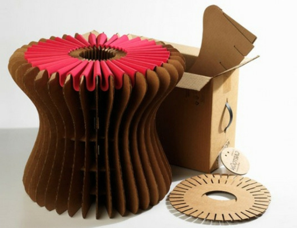 hocker-aus-pappe-effektvolle-möbel-karton-möbel