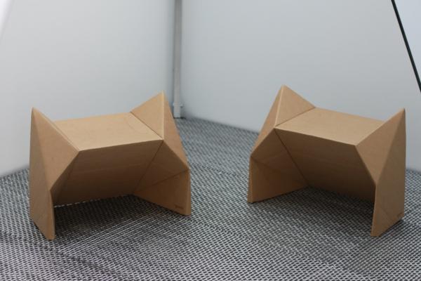 hocker-stuhl-aus-pappe-effektvolle-möbel-karton-möbel---