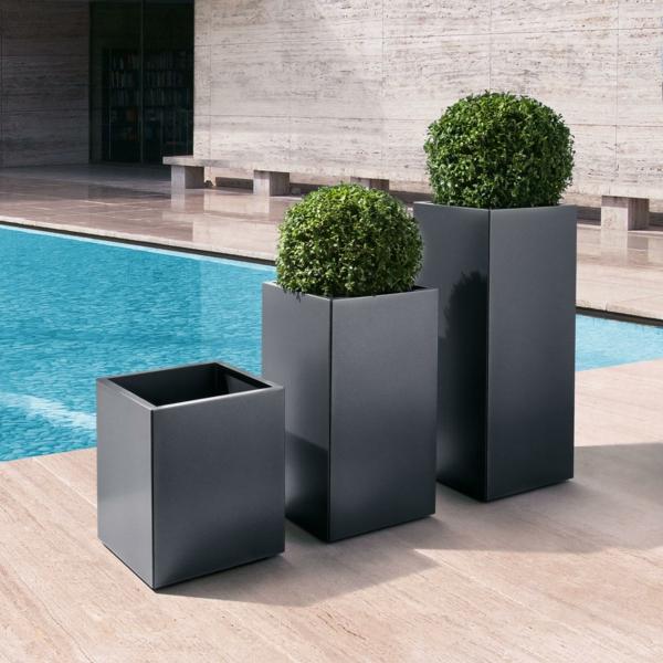 ideen-für-einen-schönen-blumenkübel-blumenkübel-am-pool