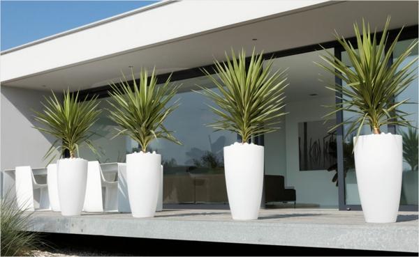 ideen-für-einen-schönen-blumenkübel-modernes-design-in-weiß