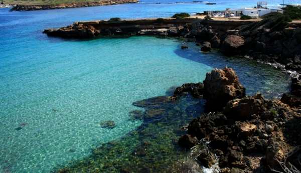idyllischer-Strand-in-Ibiza-resized