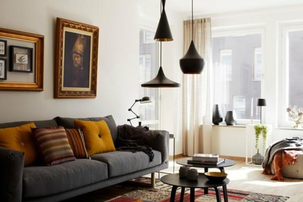interessante-deckenleuchten-für-wohnzimmer-dunkles-schönes-sofa