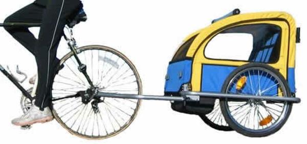 kinder-fahrradanhänger-interessantes-modell-in-blauer-und-gelber-farbe