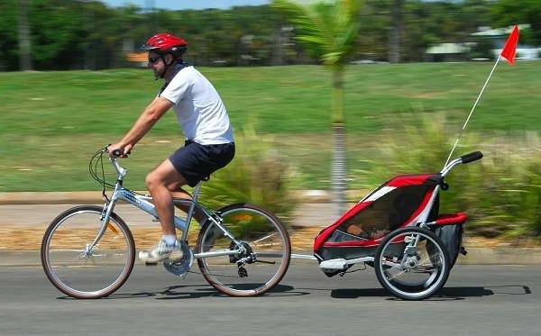 kinder-fahrradanhänger-super-cooles-modernes-modell-in-roter-farbe