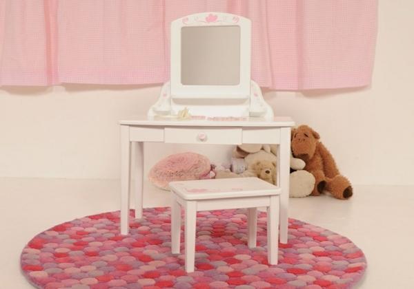kinder-schminktisch-weißes-modell-rosiger-runder-teppich