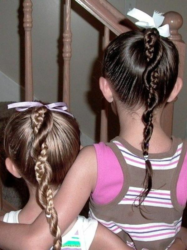 kinderfrisuren-für-mädchen-zwei-kinder-mit-interessanten-ähnlichen-frisuren