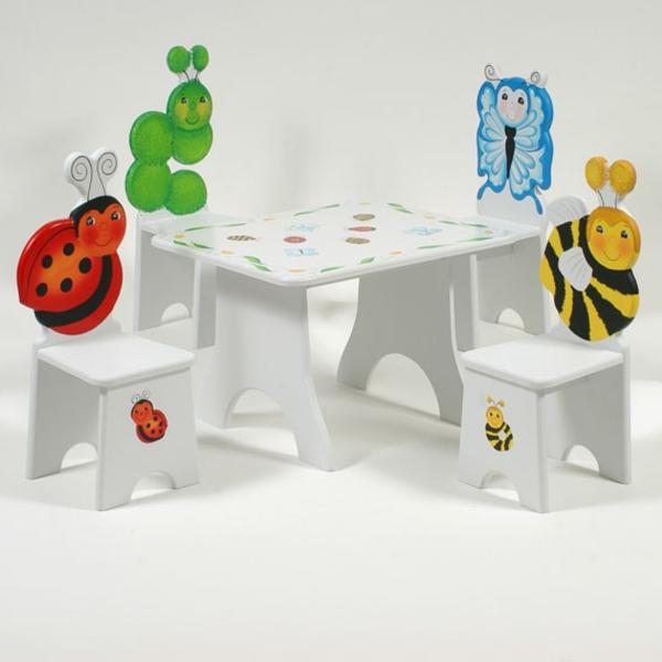 kindergartenmöbel-schöne-stühle-und-tisch