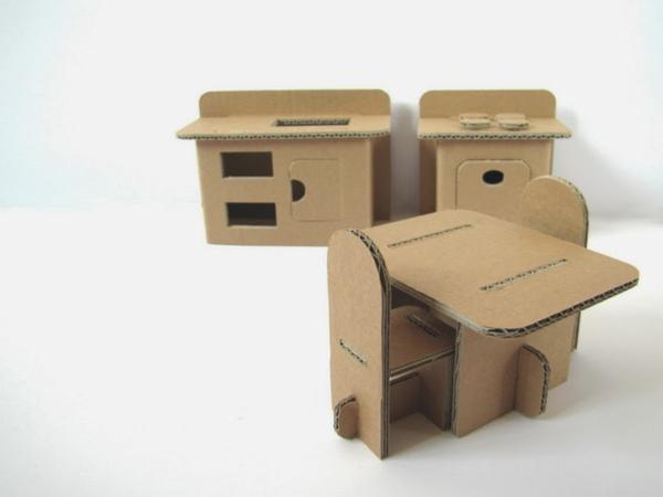 kinderschreibtisch-und-stühle--einrichtungsideen-basteln-mit-karton-kartone-