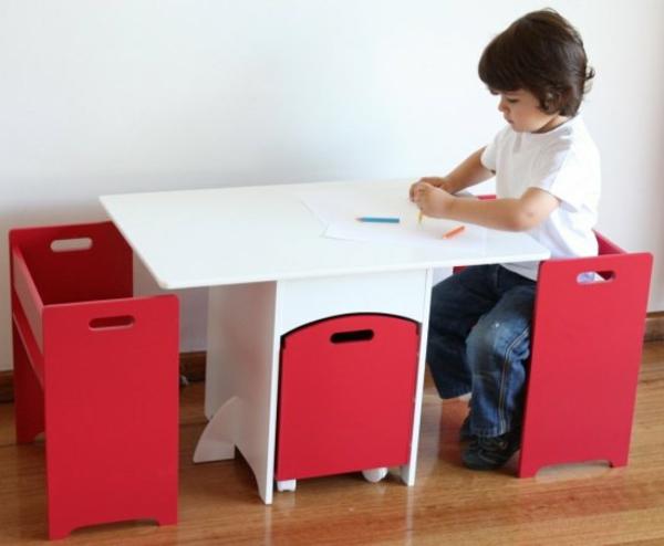 kindertisch-und-rote-kinderstühle