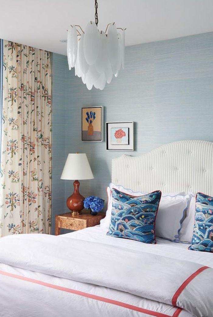 Schlafzimmer Ideen für kleine Räume, helle Pastellfaben für optische Vergrößerung
