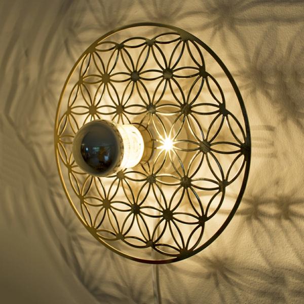 kreative-wunderschöne-wanddeko-blume-geometrische-figuren- -wohnideen-wohnzimmer-gestalten-beleuchtung-lampen-wandlampen