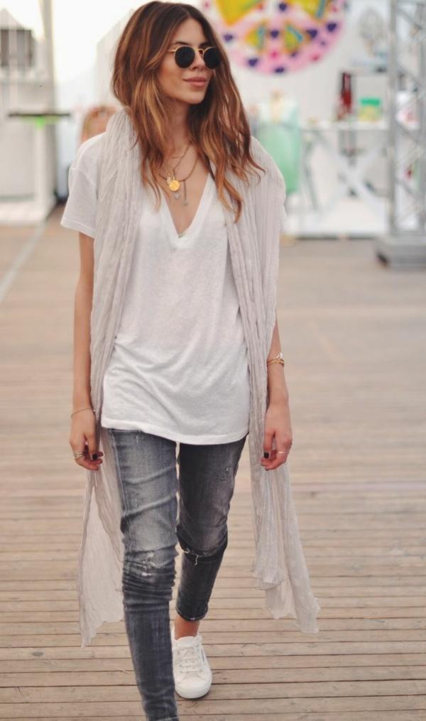 langer-Schal-in-grau