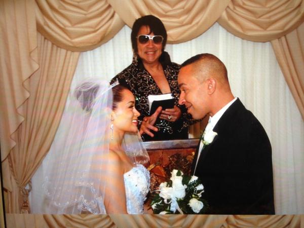 las-vegas-heirat-machen - eine sehr hübsche braut und eine cooler bräutigam