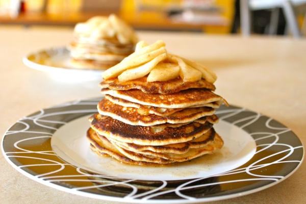 leckeres-frühstück-gesundes-frühstück-rezepte-gesunde-frühstücksideen-apfel