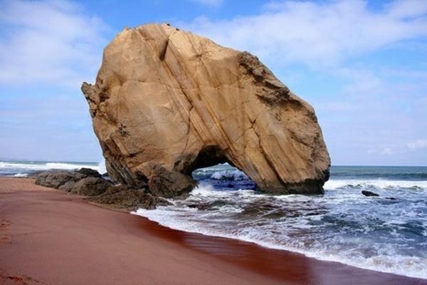 lissabon-strand-herrliches-ambiente - großer stein