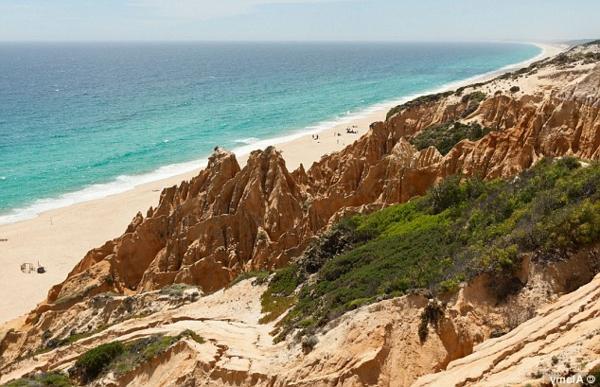 lissabon-strand-viele-steine