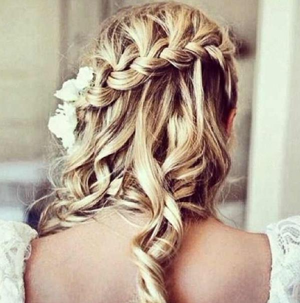 locken-styling-blonde-schöne-haare