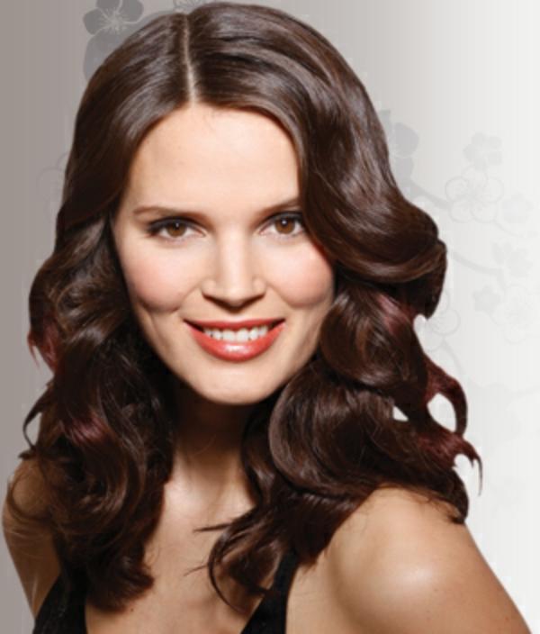 locken-styling-interessanter-look-braune-schöne-haare