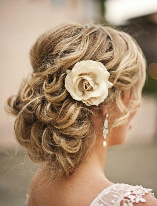 locken-styling-schicke-haarfrisur