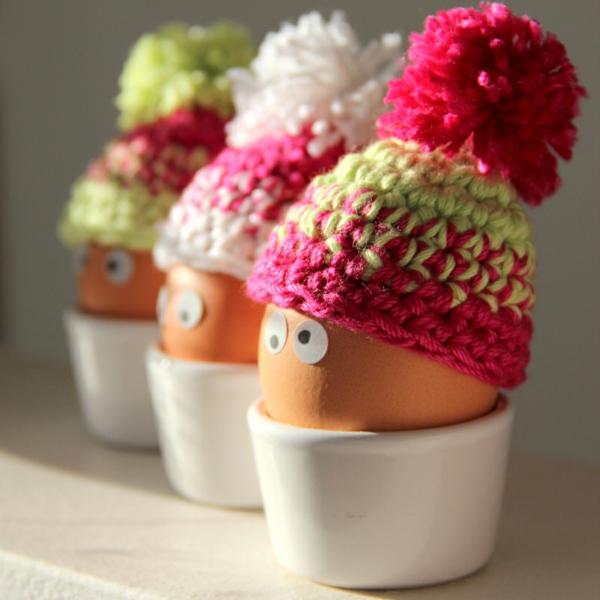 moderne--eierwärmer -ideen-häkeln-wunderschöne-kreative-häkeleien -häkeln-lernen-basteln-für-ostern