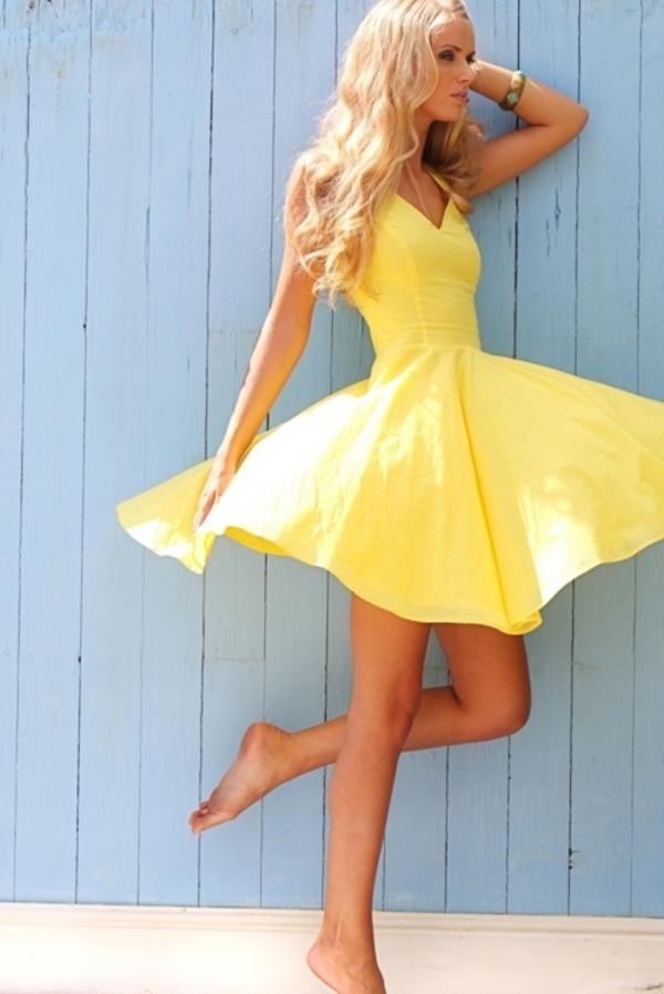 moderne-gelbe-kleider-trendiges-design-moderne-kleider-sommerkleider