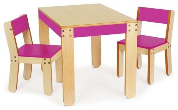 moderne-kindermöbel-aus-holz-tisch-und-zwei-stühle