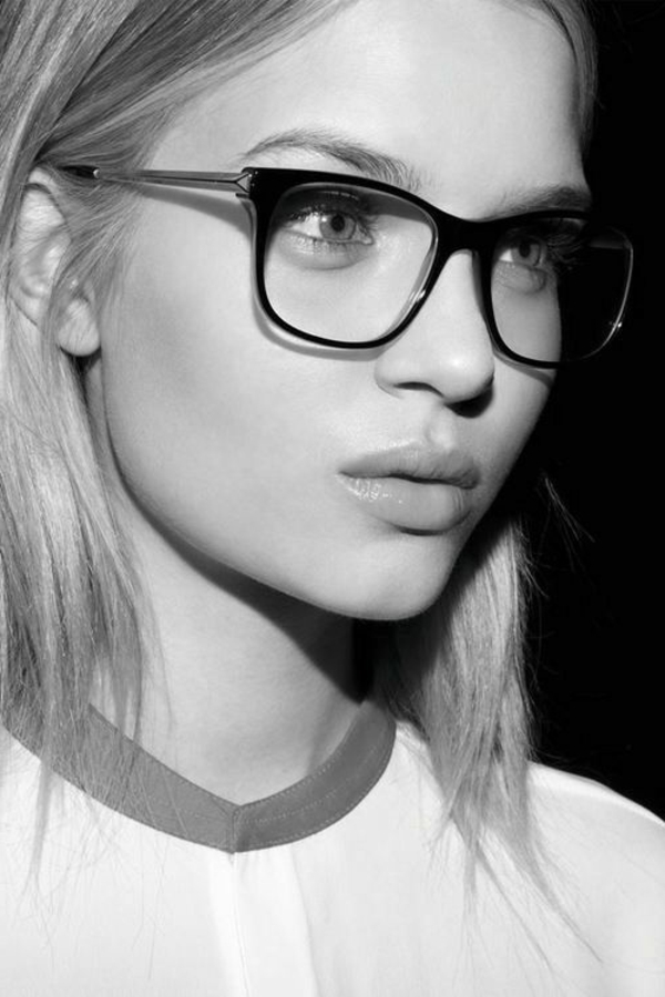 -moderne-trendige-elegante-modelle-designer-brillen-schwarzes-brillengestell