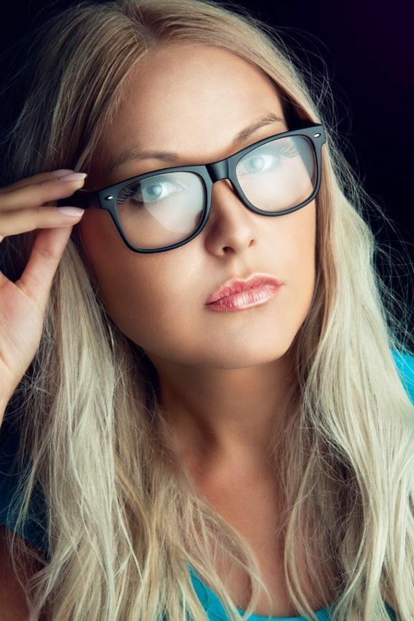 moderne-trendige-elegante-modelle-designer-brillen-trendiges-design