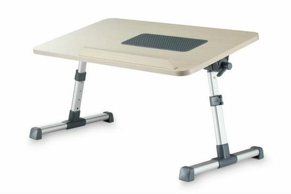modernes-modell-vom-laptop-tisch