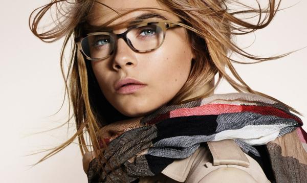 modische-brillen-trendige-brille-günstig-brille-putzen--