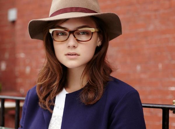 --modische-brillen-trendige-brille-günstig-brille-putzen--