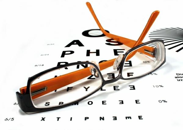 modische-brillen-trendige-brille-günstig-brille-putzen-brillengestell-