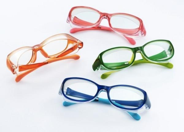 modische-brillen-trendige-brille-günstig-brille-putzen-farbige-brillengestelle