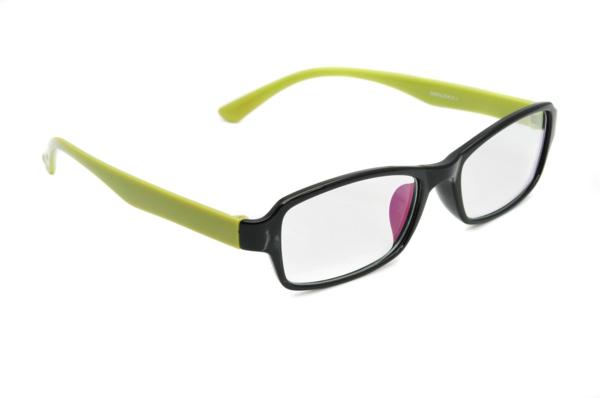 -modische-brillen-trendige-brille-günstig-brille-putzen