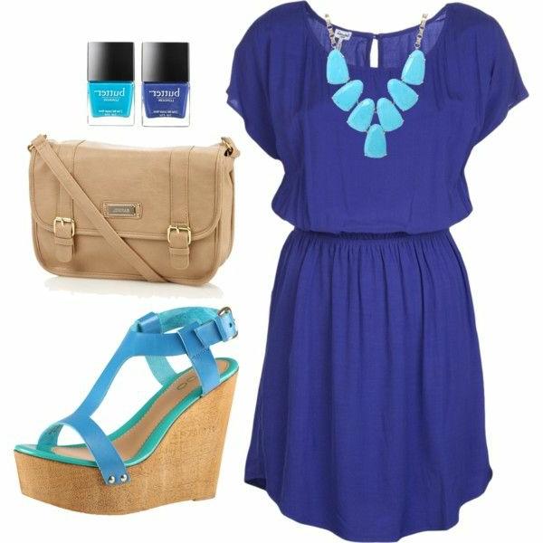 modische-outfits-damenmode-sandalen-mit-keilabsatz-sommerkleider-blau Schuhe mit Keilabsatz