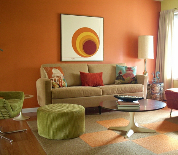 cooles bild wohnzimmer:cooles bild an der wand im modernen orange wohnzimmer