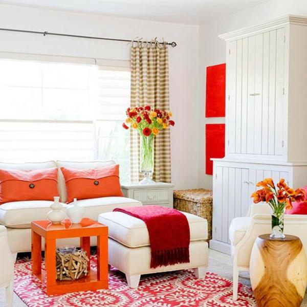 orange-wohnzimmer-design-schöne-dekorative-kissen